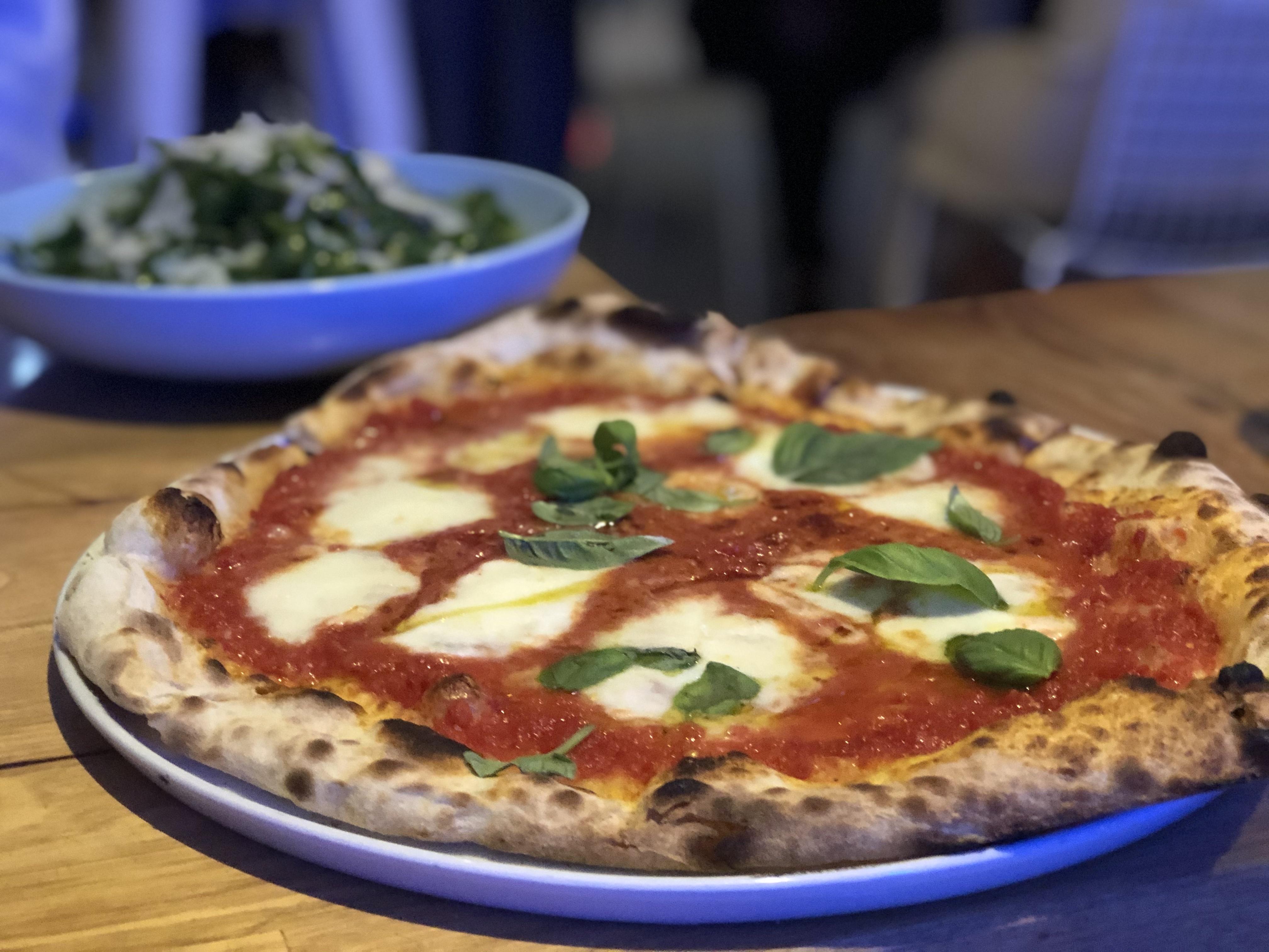 Margarita pizza at Osteria del Mare